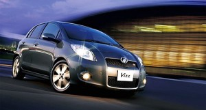 женский автомобиль Toyota Vitz