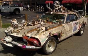 Похожий на автомобиль-зомби