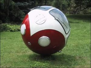 Еще одна малютка, автобус-шар, как и авторикша