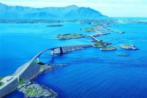 Европейские дороги, такие как Атлантическая дорога, дорога на побережье Амальфи и Трансфэгэрашское шоссе