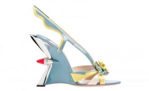 Модным атолюбительницам теперь проще следить за модой с Prada
