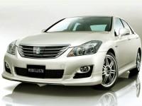 В Японии уже в продаже пояивлся новый седан Toyota Crown