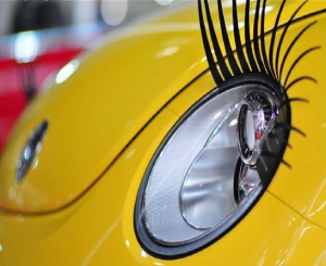 Реснички на фары автомобиля самой модной девушки